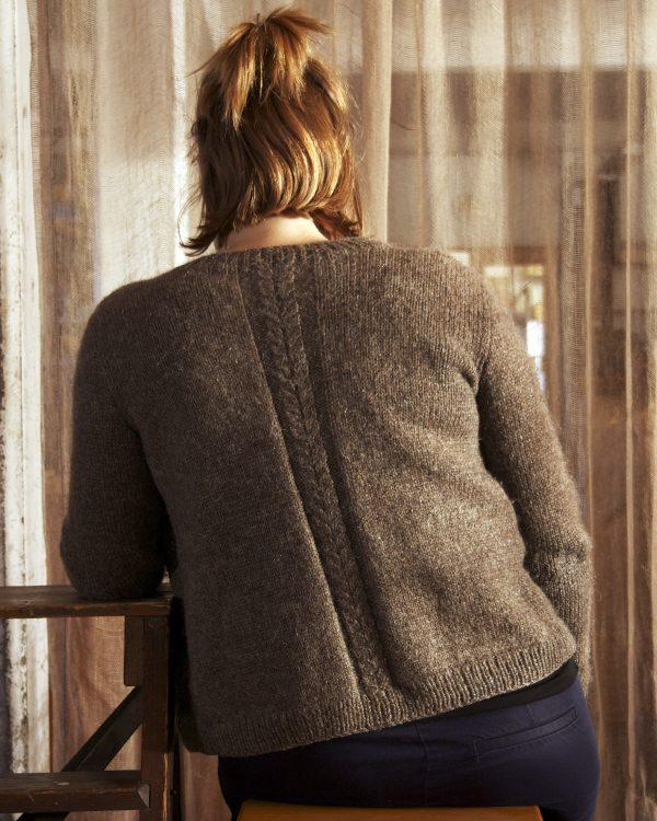 Kofta med fläta Filtmakeriets Alice 3-tr Varmgrå 100 % svensk fårull