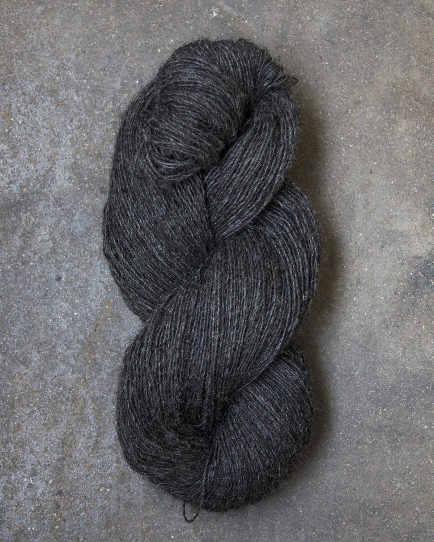 Filtmakeriets klassiska ullgarn Mörkgråbrun 1-trådigt 100 % svensk fårull