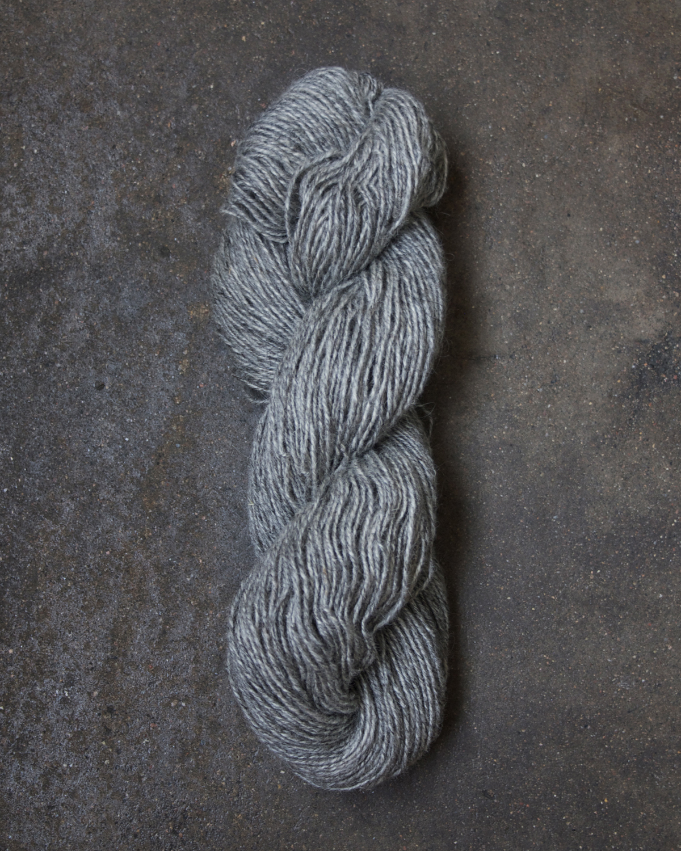 Filtmakeriets varpullgarn Grå 2-trådigt 100 % svensk fårull