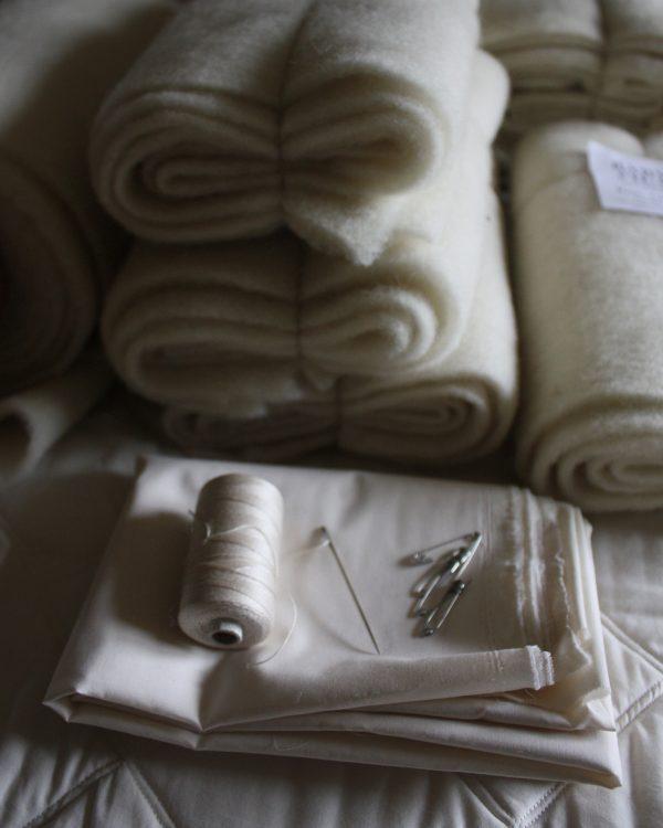 Quiltvadd 100 % svensk texelull, GOTS/IVN certifierat bomullstyg. Filtmakeriet