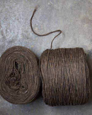 Filtmakeriets förgarn Mörkbrun 100 % svensk finull