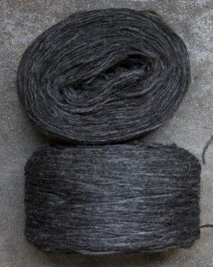 Filtmakeriets klassiska förgarn mörkgråbrun 100 % svensk fårull