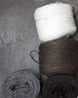 Filtmakeriets förgarn 4 färger 100 % svensk finull