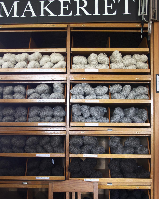 Garnhylla i Filtamkeriets fabriksbutik. Ullgarn av 100 % svensk fårull. Ullspinneriet i Kilafors Hälsingland