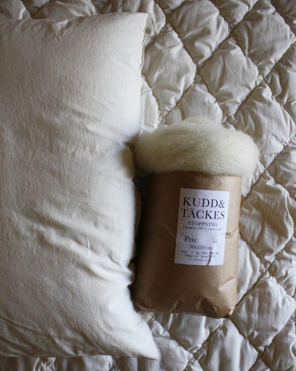 Babytäcke, sovkudde, ullvadd 100 % svensk texelull, GOTS/IVN certifierat bomullstyg. Filtmakeriet
