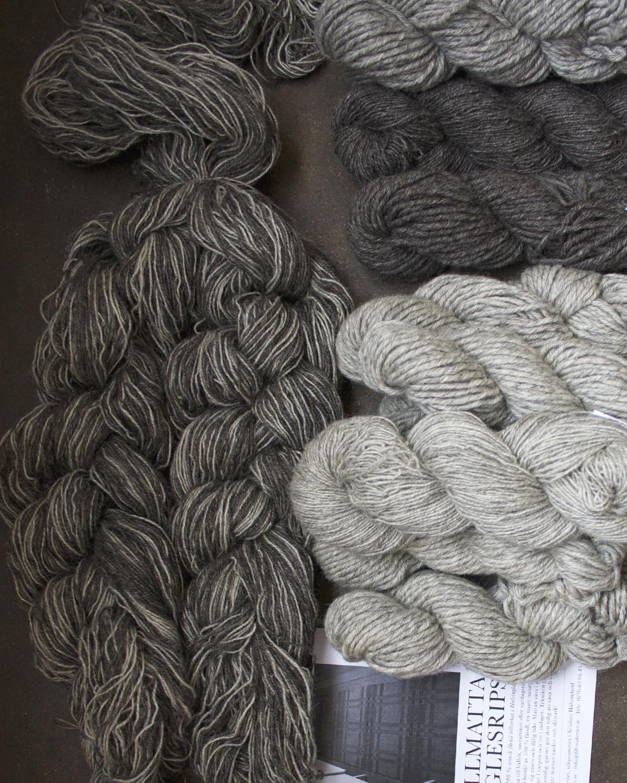 Varpfläta och inslagsgarn till ullmatta i glesrips 100% svensk fårull
