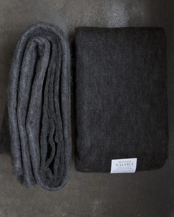 Filtmakeriets LECA mörk gråbrun. Nålfilt för tovning av 100 % svensk fårull