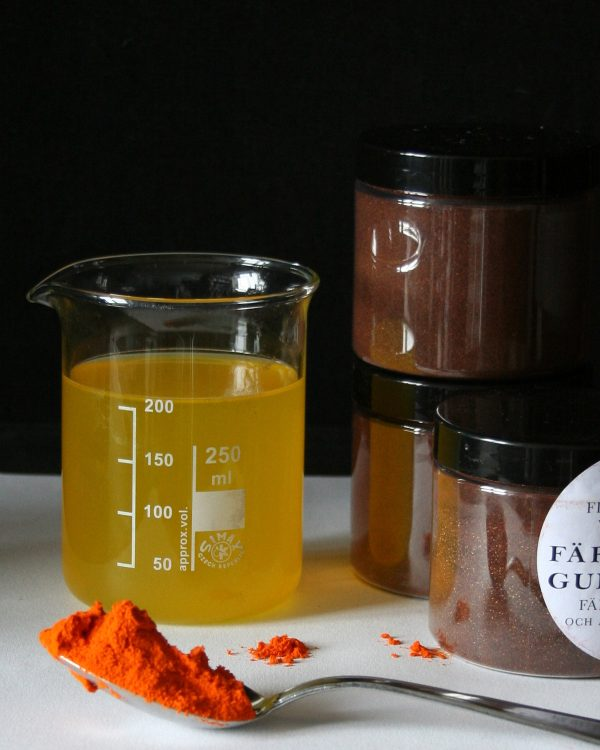 Kall gul 1:0, färgämnen för fårull och andra animaliska fibrer från Filtmakeriet