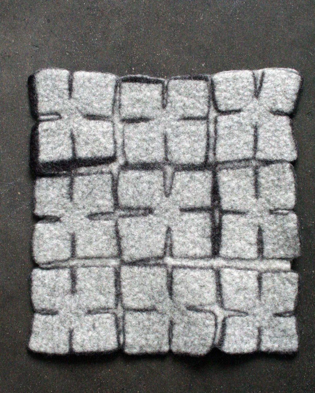 Tovad mönstrad filt i Filtmakeriets STELLA. 100 % svensk fårull