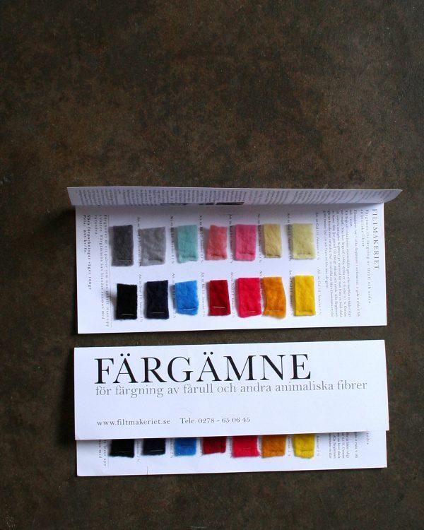 Provkarta på färgämne för fårull och andra animaliska fibrer från Filtmakeriet