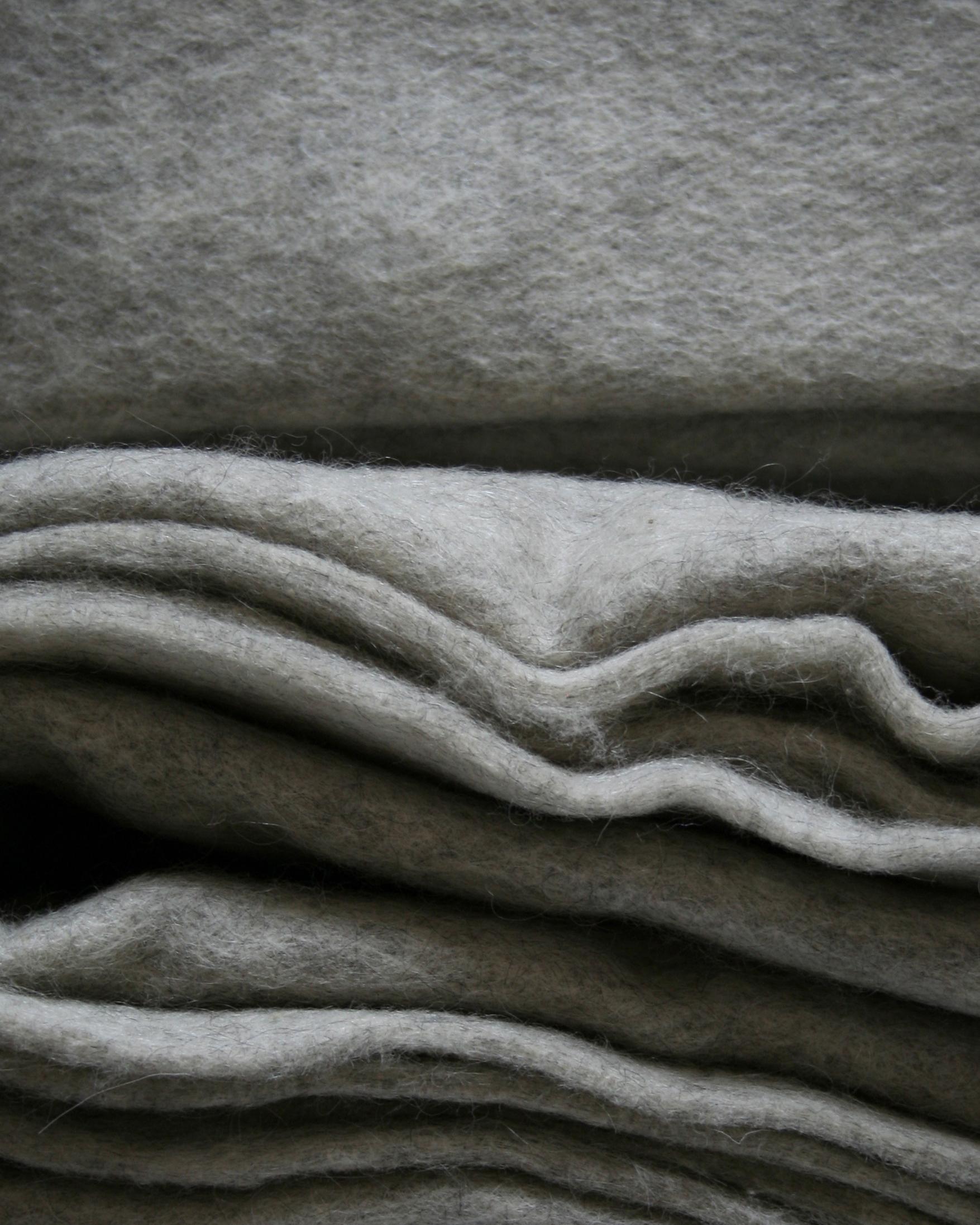 Filtmakeriets SVIA ljusgrå. Nålfilt för tovning av 100 % svensk fårull