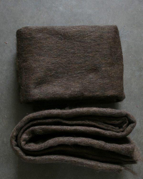 Filtmakeriets SVIA mörk brun. Nålfilt för tovning av 100 % svensk fårull