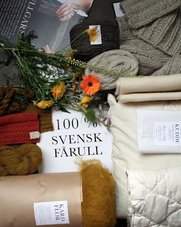 Vi har egen tillverkning och försäljning av ullgarn, nålfilt och ullstoppning. Alla våra produkter tillverkas i ullspinneriet i Kilafors, Hälsingland och består av 100 % svensk fårull.